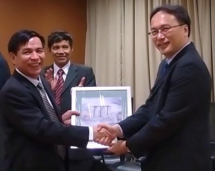 Mr Pang Kin Keong, Permanent Secretary  exchanging gifts with Dr Hoang The Lien, the Vietnamese Standing Deputy Minister of Justice, as Mr Le Van Thu, Deputy Director General of the Legal Department, Ministry of Public Security looks on.